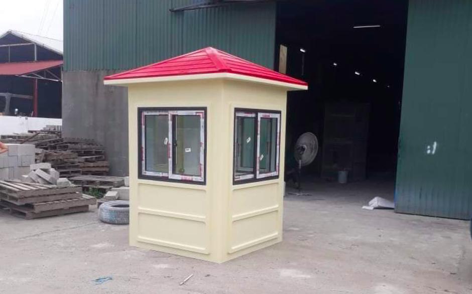 Nhà bảo vệ sơn màu phù hợp với khung cảnh khu vực lắp đặt