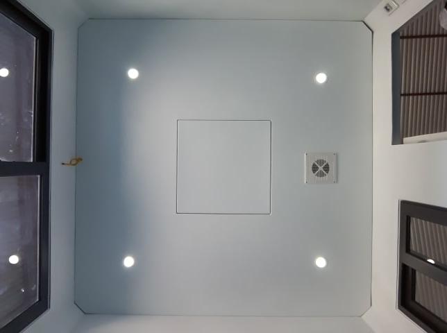 Trần composite có quạt thông gió và đèn dowlight