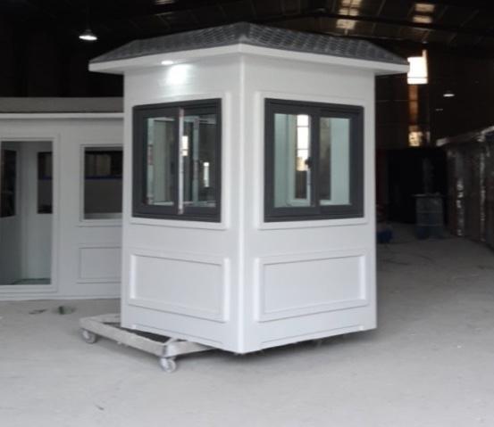 Nhà bảo vệ bằng composite chất lượng cao lắp cửa nhôm Xingfa kính cường lực 8mm có giá bán 32 triệu đồng