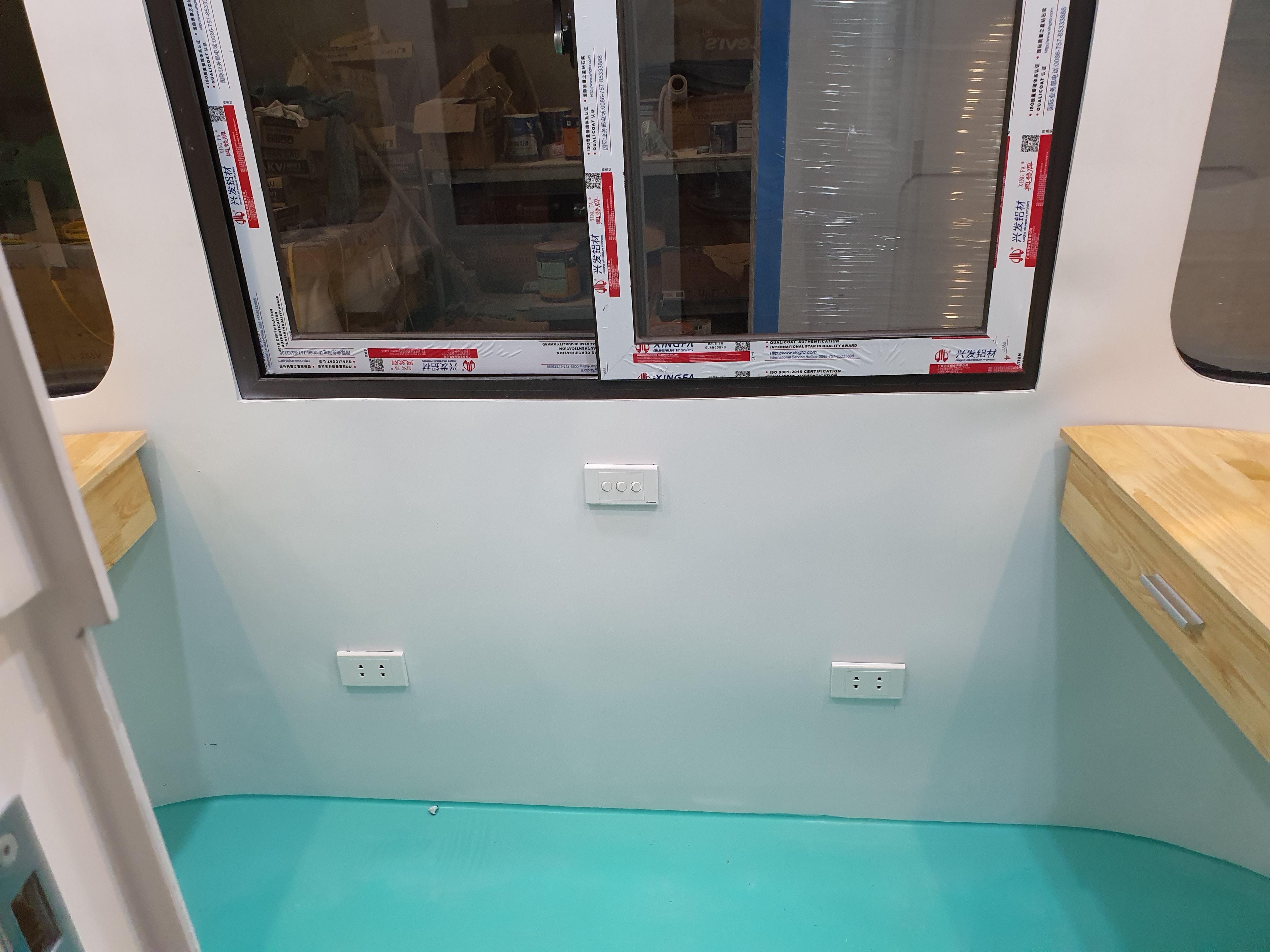 Hệ thống điện âm tường với 3 ổ cắm đôi và có atomat bảo vệ an toàn